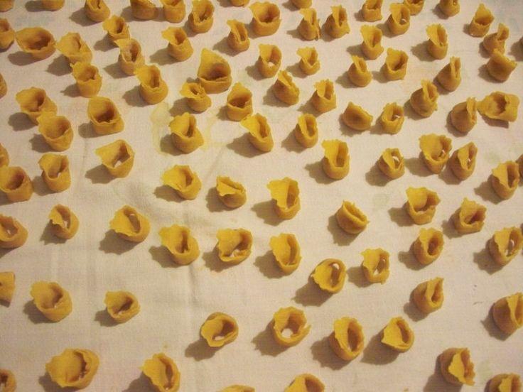 Tortellini e tradizione http://dirittierovesci.blogspot.it/2009/12/tortellini-e-tradizione.html