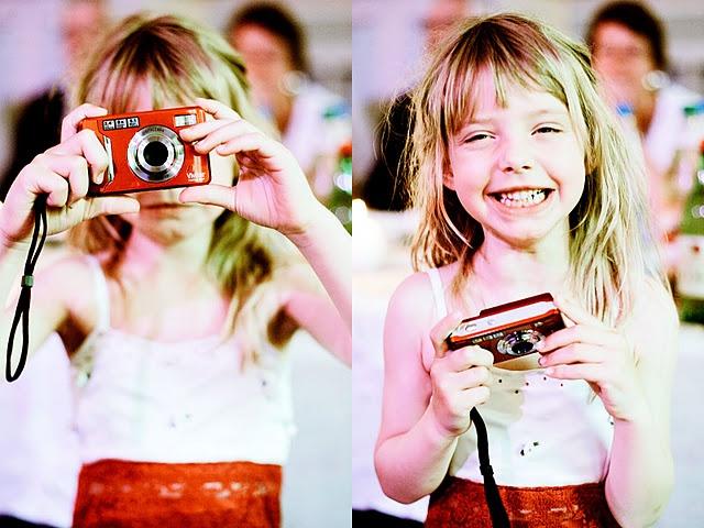 Digitalkameraer  var plassert på hvert enkelt bord (med sletteforbud),