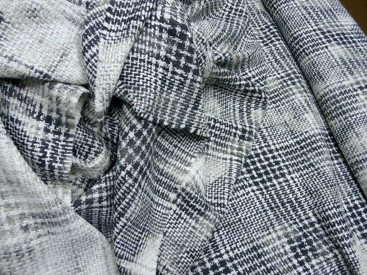 Продолжается поступление в продажу итальянских тканей! Во все залы магазина уже поступили:  Пальтовые и костюмные ткани; шерстяные объемные трикотажи для пальто, кардиганов и накидок; шерстяное и кашемировое джерси; весовой шелк и многое другое уже в продаже!  Для Вас все самое лучшее, но в ограниченном количестве.