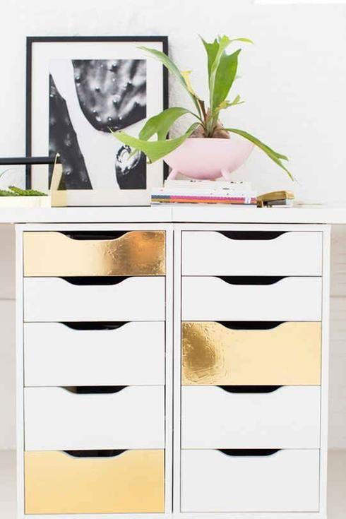Rangement IKEA à tiroir blanc et or