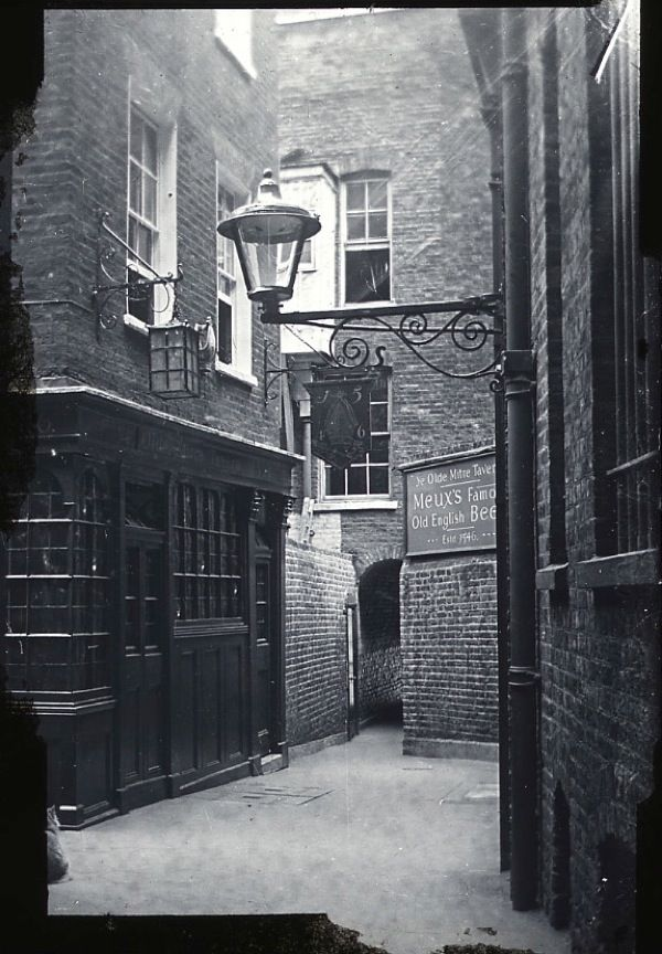 Ye Old Mitre, Hatton Gardon c. 1900 A very nice old pub in London borough of Camden