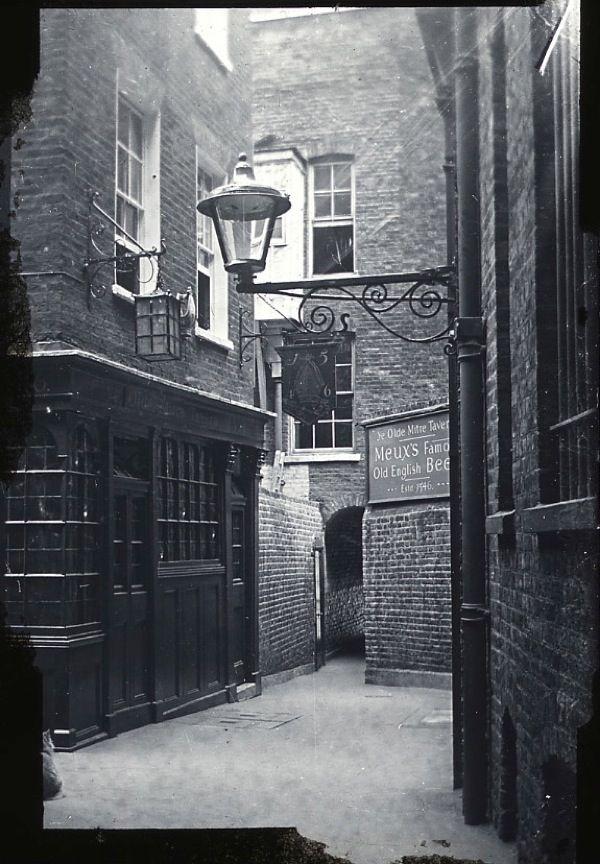 Ye Old Mitre, Hatton Gardon c. 1900 Love this Pub