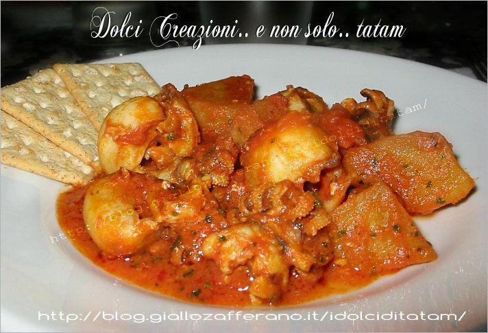 Seppie in umido con patate Una ricetta davvero saporita e gustosa a base di pesce, in abbinamento con le patate e il pomodoro, rendono questo piatto....
