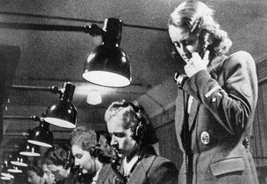 Frauen im Kriegseinsatz bis zuletzt an der Arbeit ...