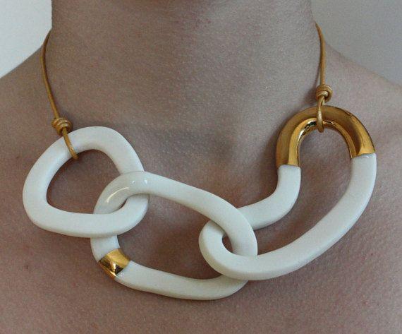 Halskette aus Porzellan / Keramik mit Gold von von bonbonsetc