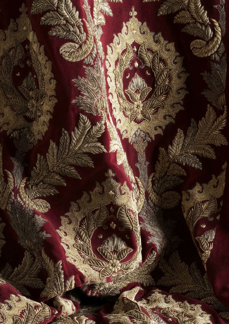 Rossini is a dramatic couture fabric design with a large detailed damask-like pattern, that speaks of sumptuous opulence. Embroidered in high relief in antiqued silver & gold threads, this fabric will add a theatrical elegance to any room.
