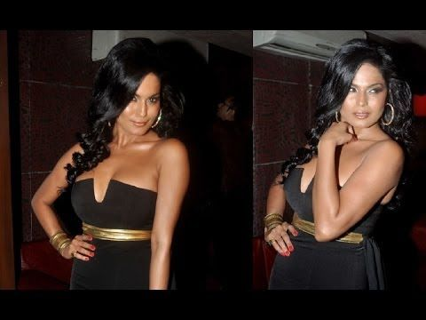 Veena Malik looking STUNNING in a BODY REVEALING strapless dress.