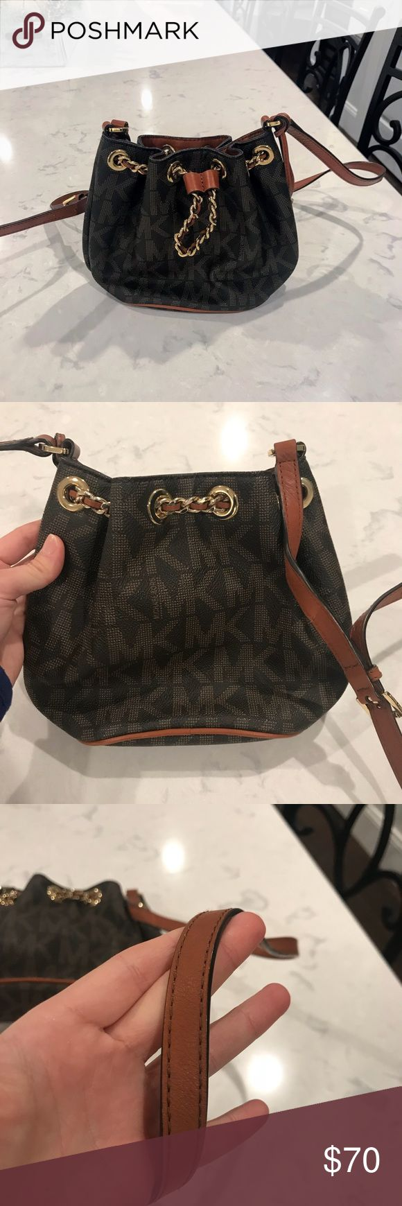 Like new Michael Kors Frankie cross body bag 100% authentic  Like new!! Got a few months ago  9.8/10 the only flaw is a few pen marks inside that you would never even see if you put items inside  Beautiful two tone leather  Perfect for night out or traveling  Strap and hard ware in perfect condition  Only selling because saving up for new bag!!   This is a beaut ladies!! **Offers welcome** KORS Michael Kors Bags Crossbody Bags