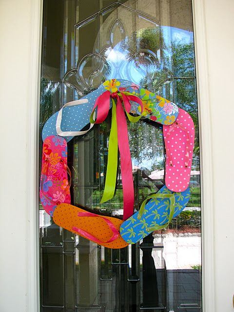 flip flop wreath I am so making this for the summer!  My niece always wears flip flops, and I love finding stuff for her with flip flops on them.