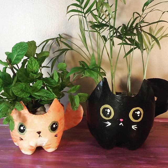 Kitty planters from plastic bottles. #crafts #kitty #diy #cat #kawaii #cute #houseplant