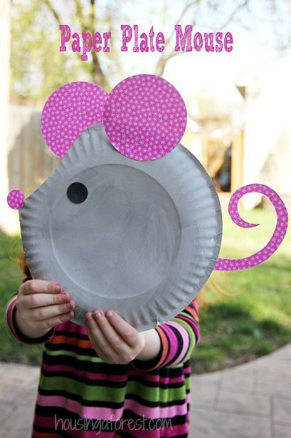 Cute and easy Paper Plate Mouse from housingaforest.com