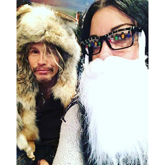 "Steven Tyler - Steven Tyler shared Mia Tyler's photo. "" Hoooo Hooo Hooo mewwwwy cwissmasss """