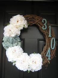 DIY welcome wreath with address numbers