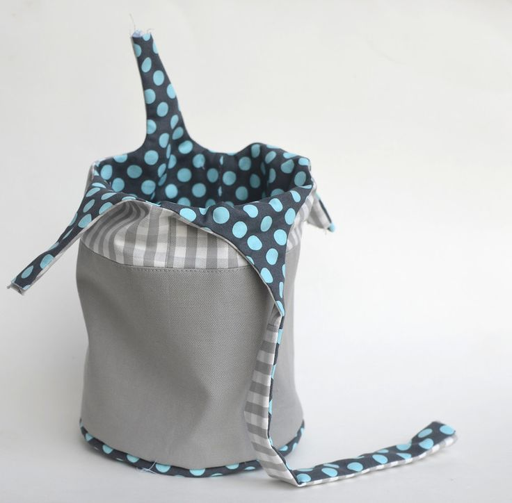 The Bucket Tote structure is probably my favorite bag category to make! My reasons are very silly and personal: I like circular bases...