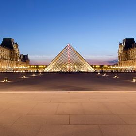 Photo Musée du Louvre, blue hour by Skatry  on 500px