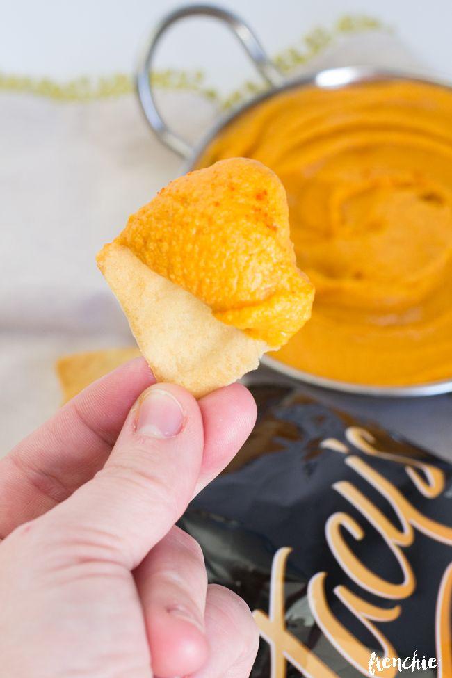 Roasted Red Pepper Hummus Recipe #foodie #dan330 http://livedan330.com/2015/05/25/roasted-red-pepper-hummus-2/