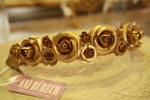 Tiara de flores en latón. WE LOVE GOLD.