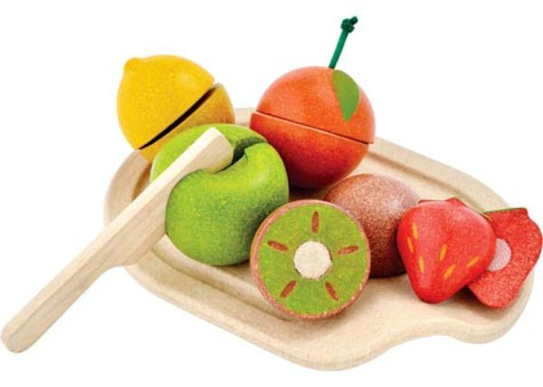 Kids will love this bright and cheery assorted fruit set from Plan Toys. A perfect addition to any children's toy kitchen!