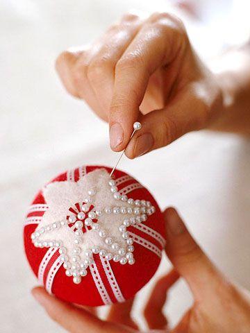 Weihnachtkugel aus Stoff