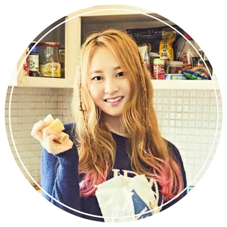 and like Beethoven - the 9th Momoland symphony is TAEHA (Kim Tae-ha (김태하)).  The group debuted in 2016 originally as an octet but Taeha was added into the group back in April 2017.  Always in the kitchen at parties, eh?   AMx