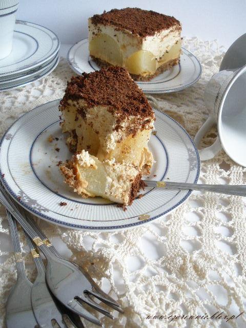 Kajmakowe ciasto z gruszkami na orzechowym spodzie
