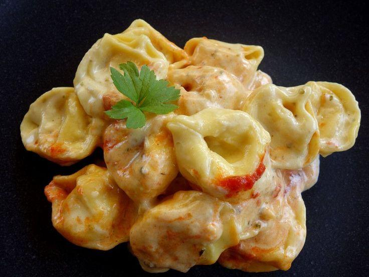 Tortellini in Tomaten - Käse - Sauce, ein raffiniertes Rezept aus der Kategorie Kochen. Bewertungen: 123. Durchschnitt: Ø 4,3.