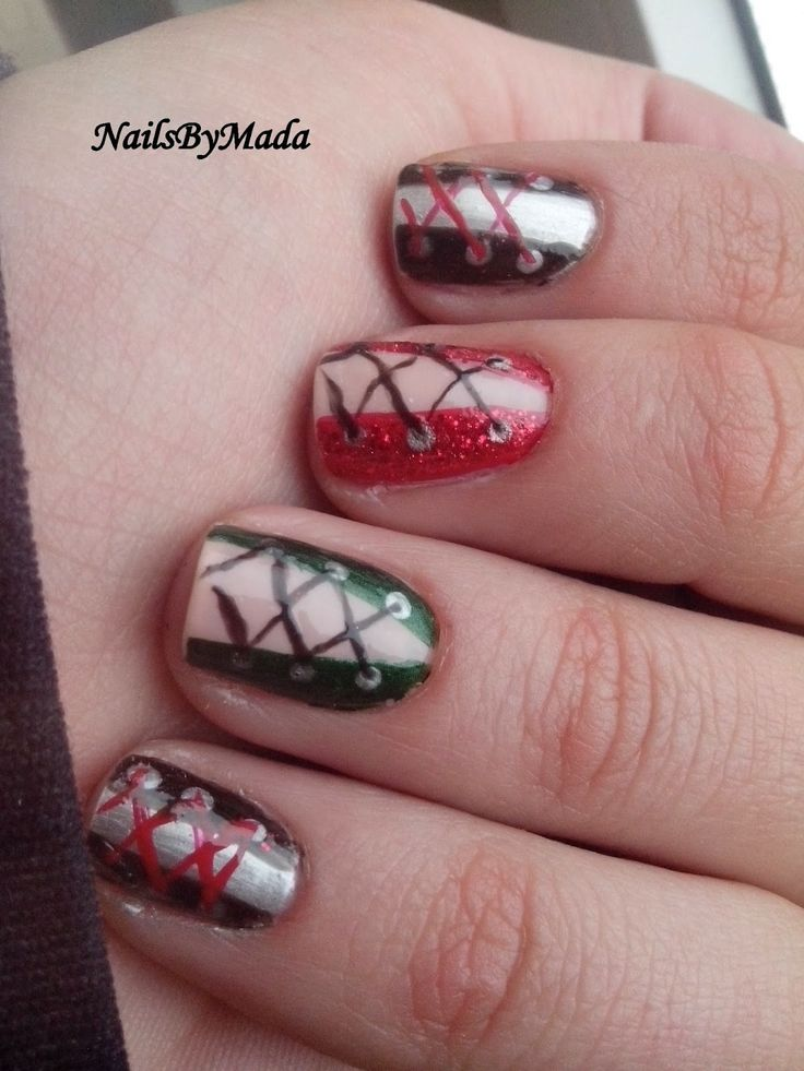 NailsByMada: Corset nails