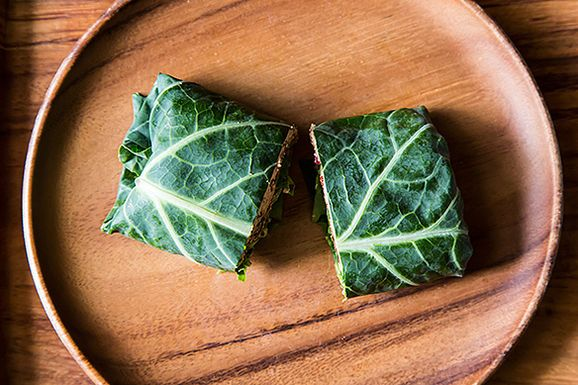 tutorial on how to use leafy greens as wraps: Green Wraps, Vegans Recipe, Collard Green, Veggies Recipe, Wraps Recipe, Collard Wraps, Leafi Green, Roasted Red Peppers, Raw Food