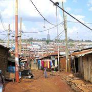 Video z největšího slumu Afriky: Milion lidí žije v plechových chatrčích, elektřinu má každý pátý