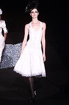 Antonio Berardi Fall 2001 Ready-to-Wear Fashion Show - Erin O'Connor, Antonio Berardi