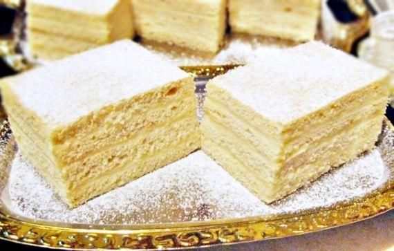 Prăjitura cu cremă de vanilie și frișcă