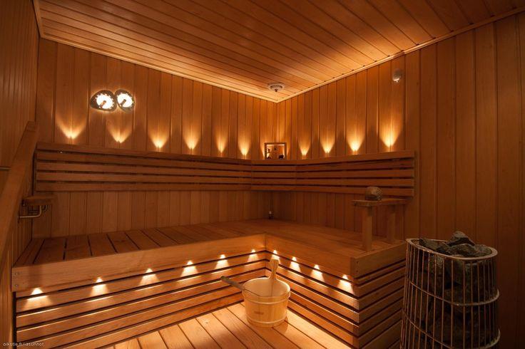 This sauna has really warm atmosphere. / Tämä sauna on todella tunnelmallinen. #oikotieasunnot #sauna