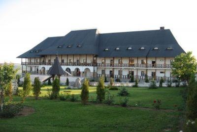 Raiul de la Mănăstirea Hadambu http://www.antenasatelor.ro/turism/5790-raiul-de-la-manastirea-hadambu.html