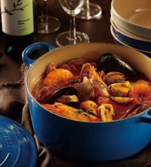 「  [ル・クルーゼ公式] ブイヤベース」ル・クルーゼのお鍋「ココット・ロンド」で煮込むことにより、魚介類の旨みを十分に引き出したブイヤベースです。【楽天レシピ】