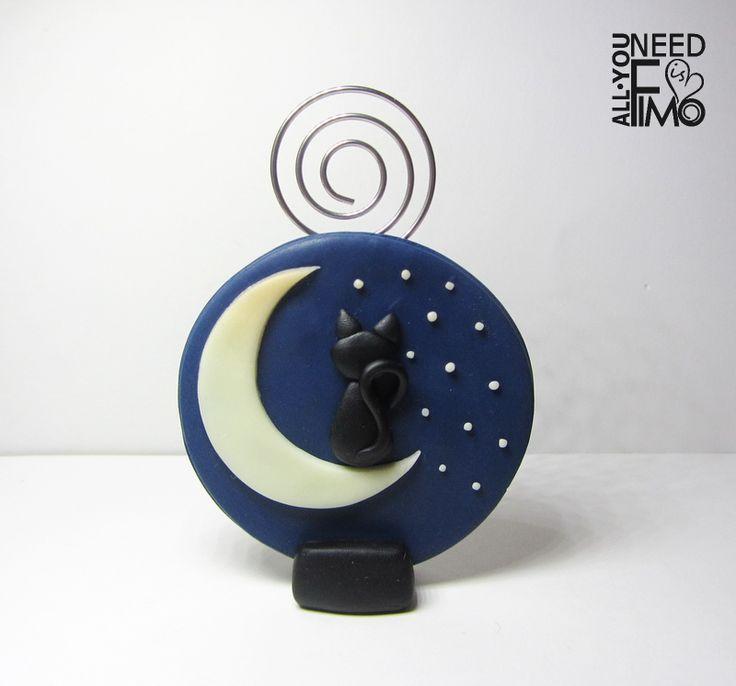 Photo holder with luminescent Moon and stars! ✨  • Fb: https://www.facebook.com/AllYouNeedIsFimo/posts/1298794820201056 ♥ #fimo #polymerclay #artigianato #fattoamano #handmade #photoholder #portafoto #panorama #landscape #sky #cielo #cielonotturno #nightsky #notte #night #stars #stelle #moon #luna #fluo #glowinthedark #cat #blackcat #blue #bluesky #cieloblu #starrysky #cielostellato #allyouneedisfimo #madewithlove