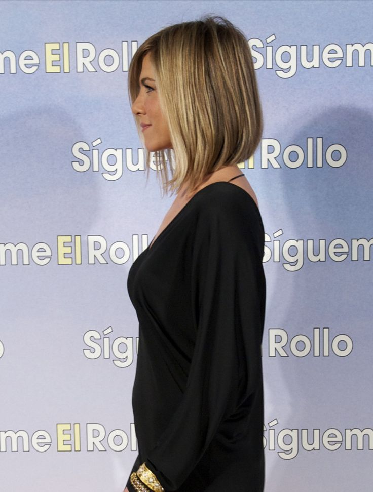 Angled bob -@Brittney Seiter. This would be cute on you for when you do decide to go shorter.: Hair Ideas, Haircuts, Jennifer Aniston, Hairstyles, Aniston Long, Hair Cut, Hair Style, Long Bobs, Angles Bobs