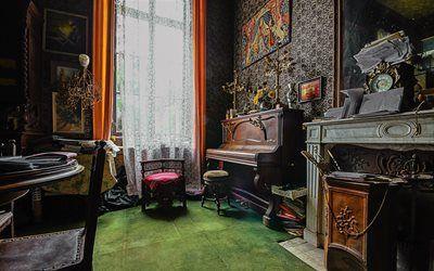 Scarica sfondi guarda, interno del castello, camino, candelieri