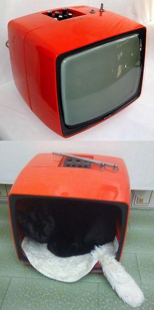 Televisore anni 70' riciclato come cuccia x gatti