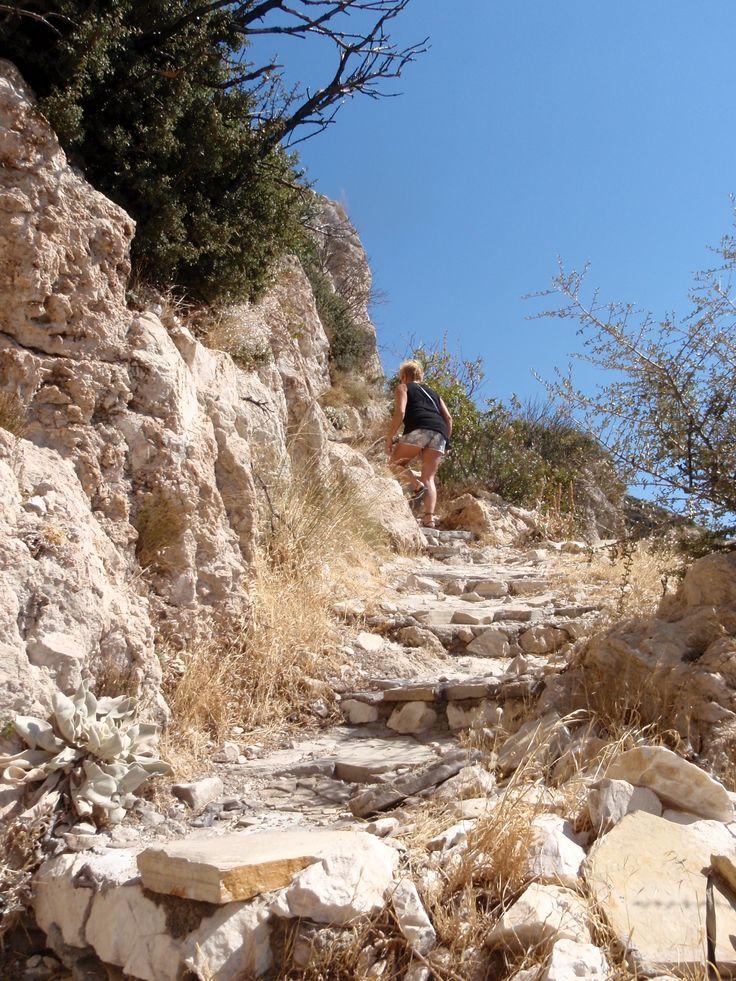 Trap naar de grot van Pythagoras