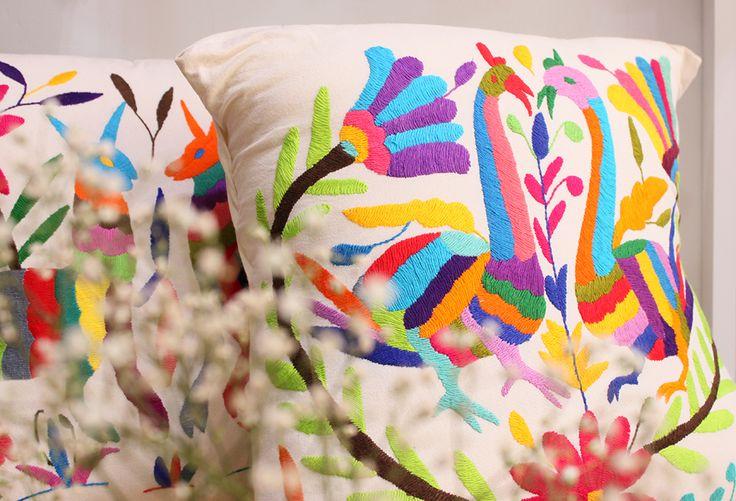 Cojines etnicos Otomi, Mexico.  Bordados completamente a mano.  CABMORIA. ethnic, pillows, cushions, boho, gypsy.