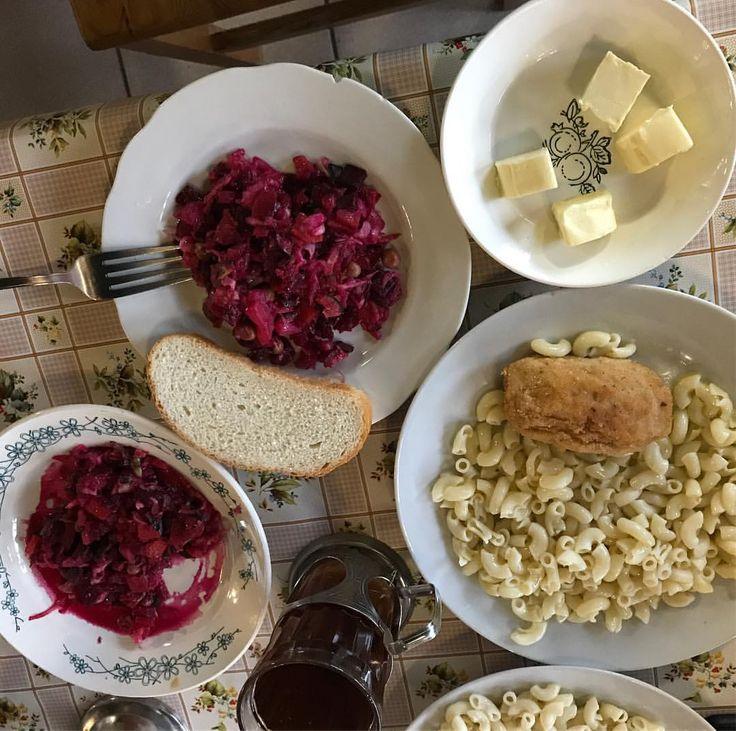 На ужин дают винегрет, макароны с куриной котлетой и сладкий чай #nextcamp #nextужин