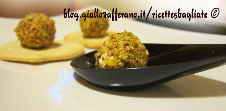 Palline di formaggio e pistacchi