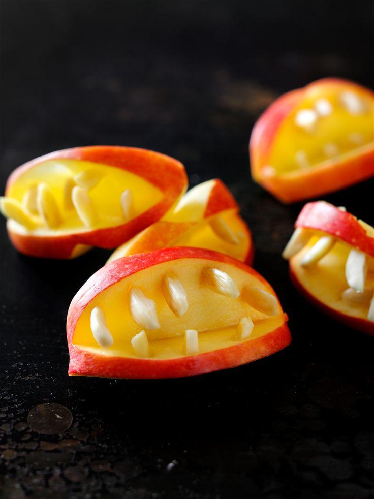 Draculan puraisu pistää puntit tutisemaan herkkupöydässä! Hedelmäisen helppo, vaikkakin hurja hymy. #halloween #herkku #dracula
