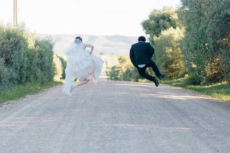 What a beautiful wedding photo featuring #Etiko #ethical sneakers from @elise_liseelou