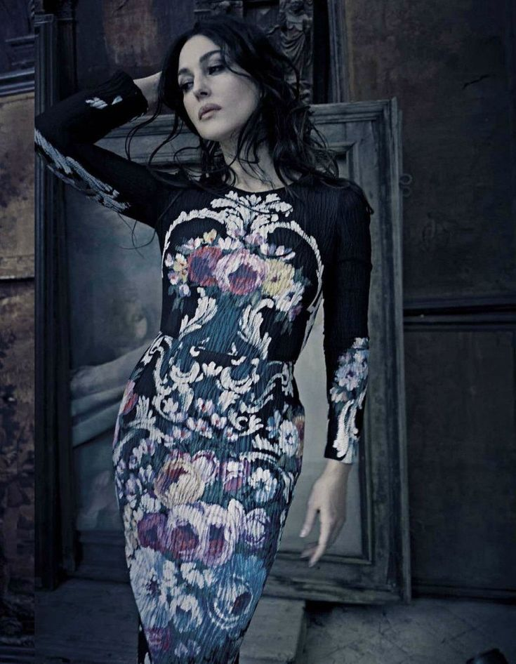 Моника Белуччи для VOGUE Italia.  So nice to see models who are not sticks.
