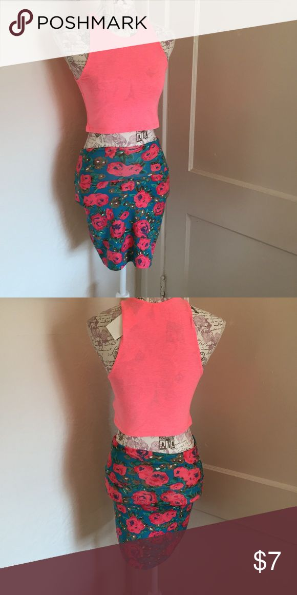 H&m peach crop top NWT 🎀 crop top but skirt also available  🎀 size s 🎀 nwt 🎀Please ask for additional pictures, measurements, or ask questions before purchase 🎀No trades or other apps. 🎀Ships next business day, unless noted in my closet  🎀Reasonable offers accepted through the offer button 🎀Five star rating 🎀Bundle for discount H&M Tops Crop Tops