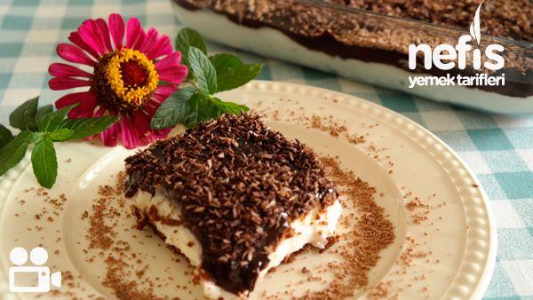 Videolu anlatım Çikolata Soslu Bisküvili Tatlım Videosu Tarifi nasıl yapılır? 10.064 kişinin defterindeki bu tarifin videolu anlatımı ve deneyenlerin fotoğrafları burada. Yazar: NYT Mutfak