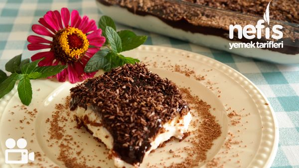 Videolu anlatım Çikolata Soslu Bisküvili Tatlım Videosu Tarifi nasıl yapılır? 6.687 kişinin defterindeki bu tarifin videolu anlatımı ve deneyenlerin fotoğrafları burada. Yazar: NYT Mutfak