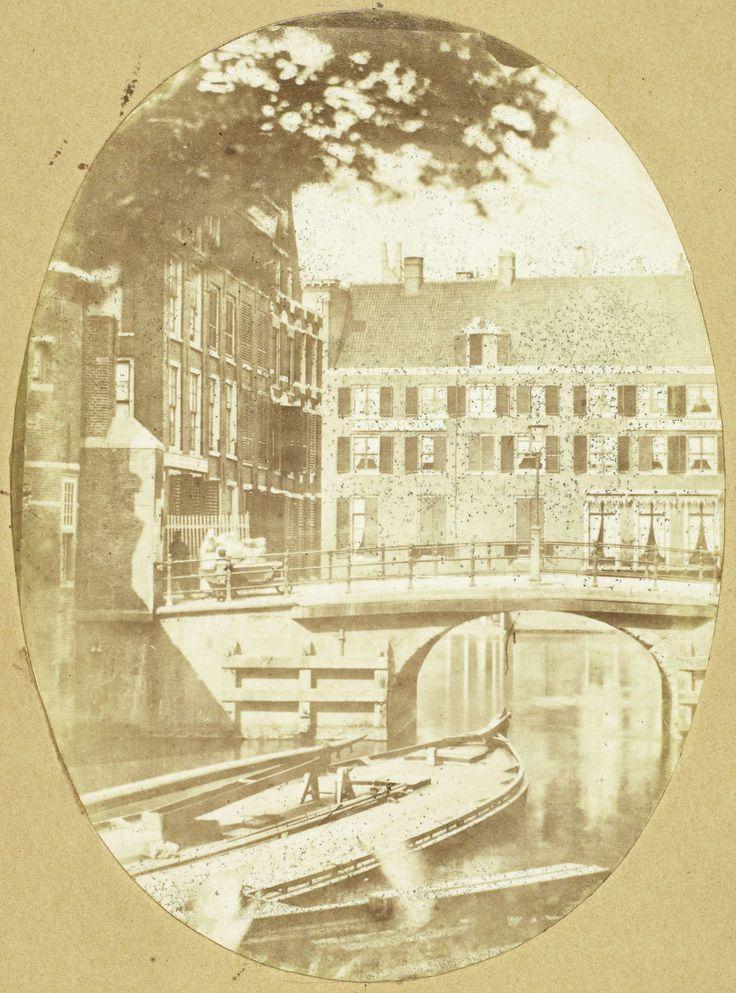 Gezicht op de Engelse huizen en het logement Rondeel in Amsterdam vanuit het huis van de fotograaf, Eduard Isaac Asser, 1852 - 1860