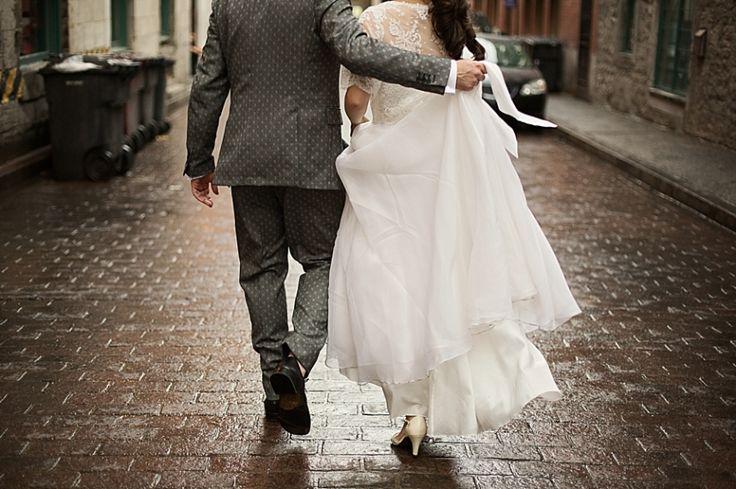 Superbe mariage orchestré par La petite touche - création de mariages et  d'événements dans notre grenier et  immortalisé par Geneviève Sasseville.  À voir!